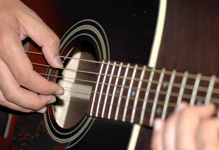 how to change chords while strumming